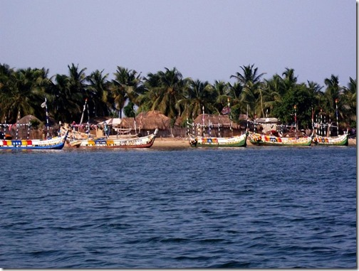794px-Ada_fishing_boats_on_the_Volta